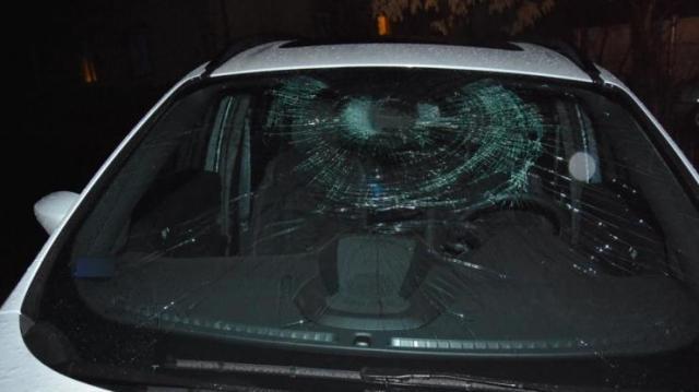 Két autót is megrongált dühében