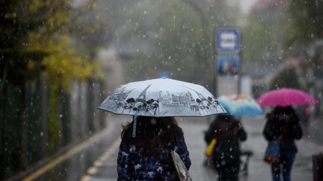 Markáns lehűlés várható, néhol havas eső, hó is eshet