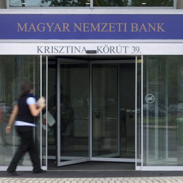 MNB: érdemes fix kamatozású hitelre váltani