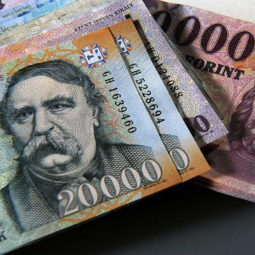 Pénzmosás miatt indult eljárás egy szerb-magyar-horvát állampolgárságú férfi ellen