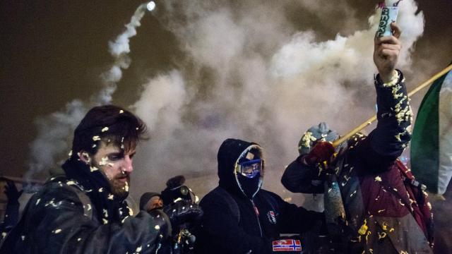 Rongálás és garázdaság miatt emelt vádat az ügyészség két fővárosi tüntetés résztvevője ellen