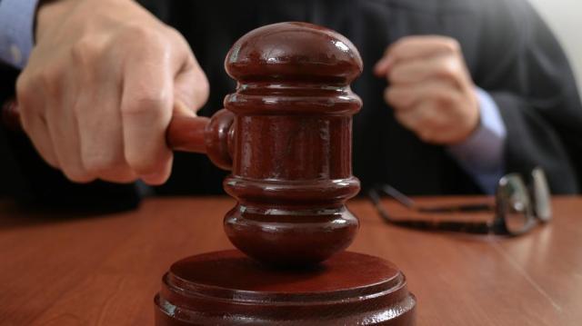 Felmentettek egy nőt, aki a vád szerint meg akarta öletni gyermekét