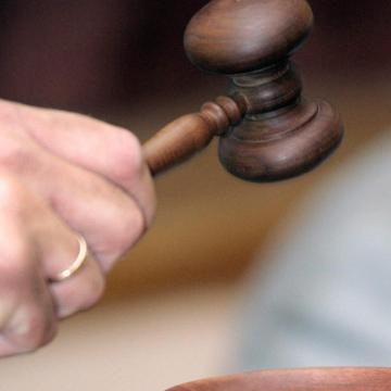 Hamisan vádolt rendőröket, három év fegyházra ítélték