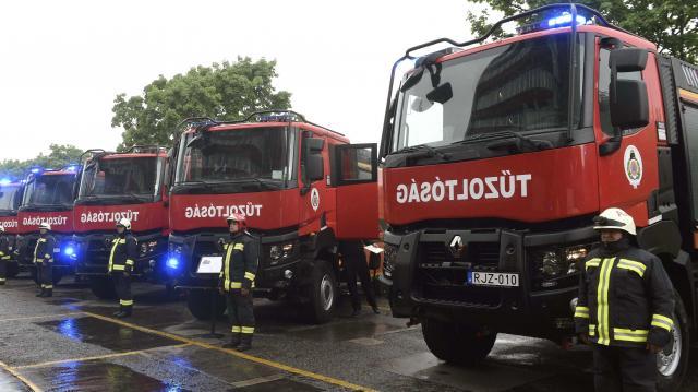 Huszonhat új tűzoltóautót kapott a katasztrófavédelem