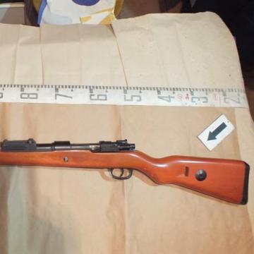 Letartóztattak egy lőfegyvereket engedély nélkül tartó kálozi férfi