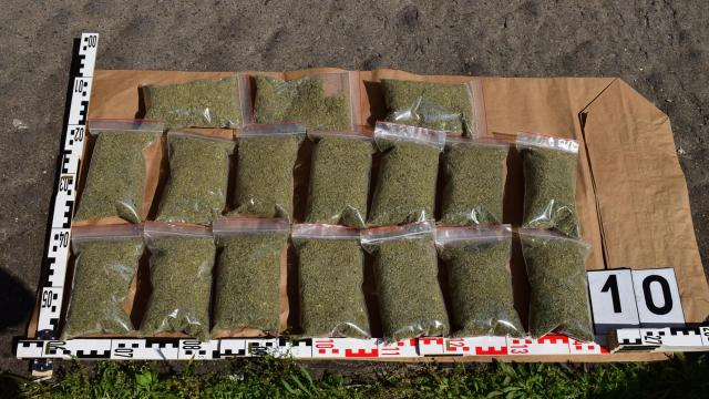Rendőrök ébresztették a drogkereskedőket