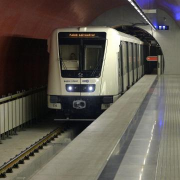 Sínek közé esett kislányokról tett hamis bejelentést egy metrót lekéső férfi Budapesten