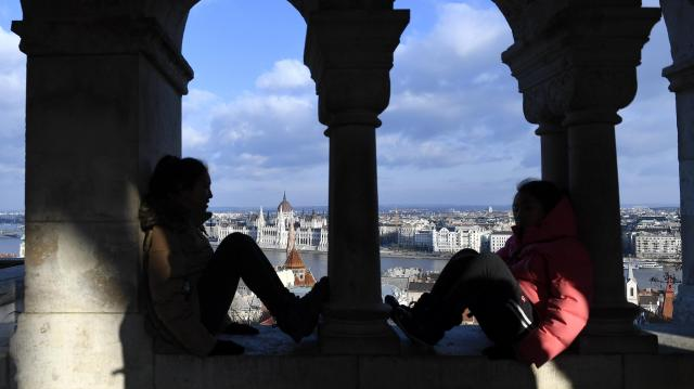 Stagnáló vendégforgalom mellett nőtt a kereskedelmi szálláshelyek bevétele Budapesten