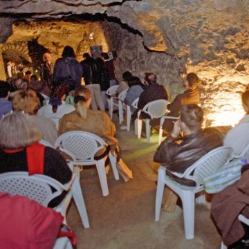 Vezetett séták a budai Vár alatti barlangrendszerbe