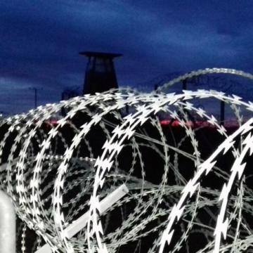Átadtk a rendőrök a határsértőket