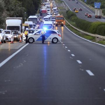 Baleset miatt lezárták az M3-ast a 210-es kilométernél, a főváros felé