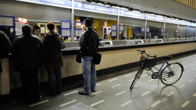 Két mosdóból egyet kerékpárszállításra áldoz fel a MÁV