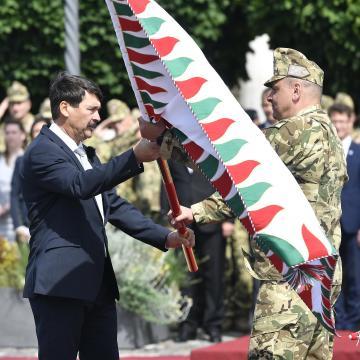 Megkapta csapatzászlóját a Magyar Honvédség Parancsnoksága