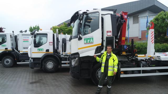Új hulladékszállító autók dolgoznak Érden