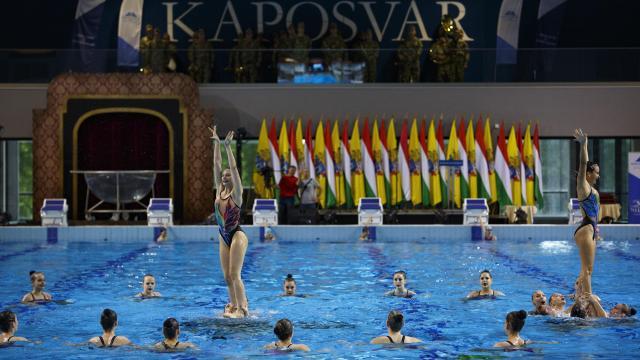 Átadták az új kaposvári versenyuszodát