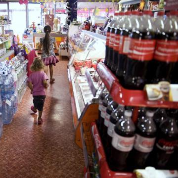 Csaknem felére csökkent a hazai üdítők  cukor- és kalóriatartalma Magyarországon