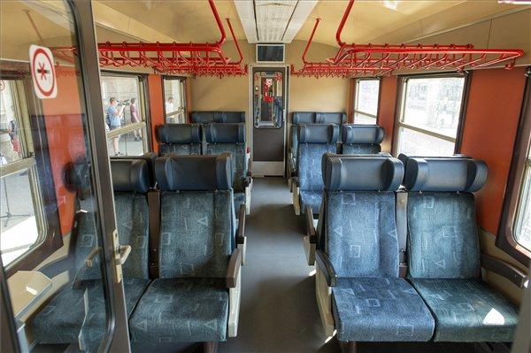 Felújított Jenbacher motorvonatok közlekednek péntektől vasútvonalunkon