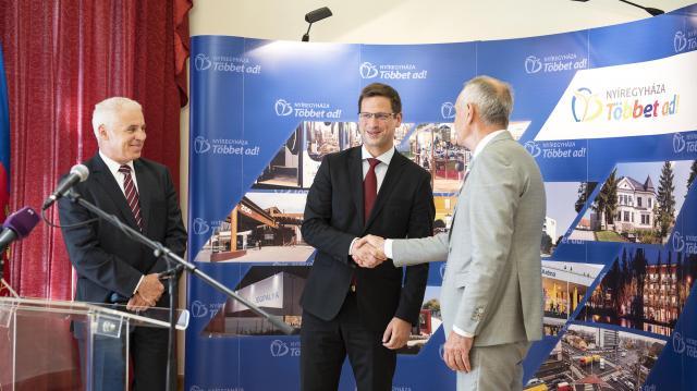 Gulyás: Az önkormányzati szféra él és virágzik Magyarországon
