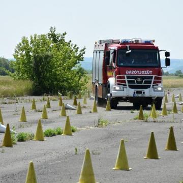 Reptéren gyakorlatoztak a katasztrófavédők