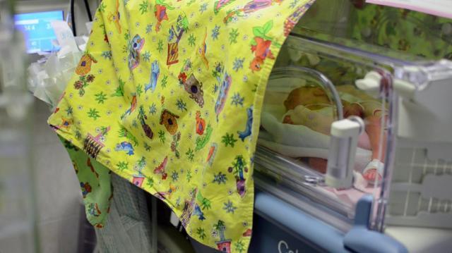 Speciális textileszközökkel segíti a szegedi gyermekklinikát a Korábban Érkeztem Alapítvány
