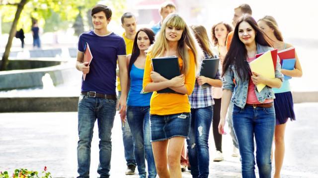 Százezreket érhetnek a jó jegyek a felsőoktatásban