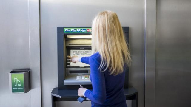Zárolhatják bankszámláját, ha nem egyezteti adatait