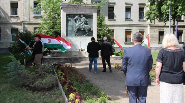 A Radetzky-huszárokra emlékezett Komárom