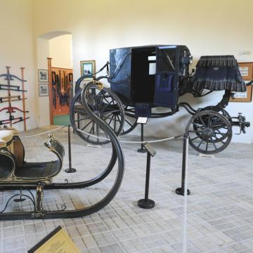 Veteránautókkal bővült a hintómúzeum kiállítása