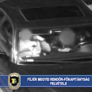 A térfigyelő buktatta le a két fiatal drogost - VIDEÓVAL