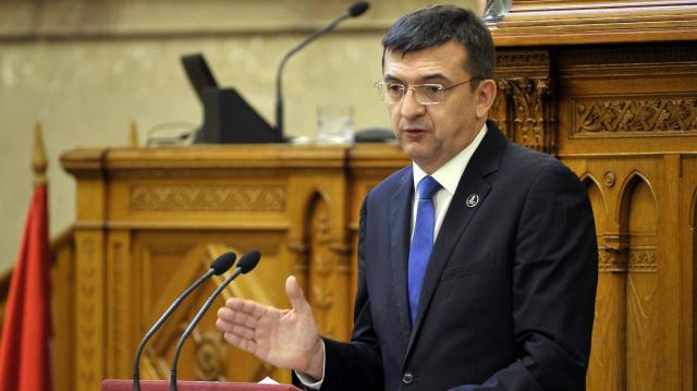 Domokos László: Újabb adócsökkenéssel fehéredhet tovább a gazdaság