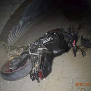 Ittasan okozott balesetet a motoros, megsérült utasa – Vádat emeltek