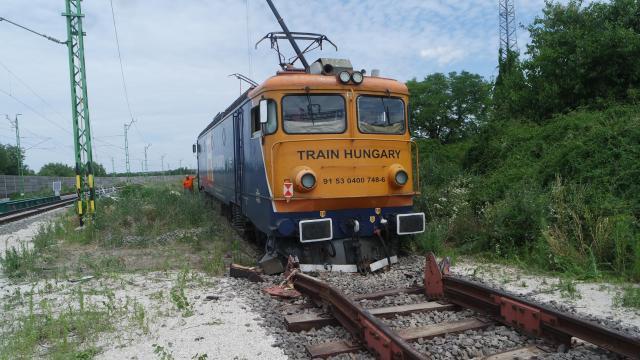 Kisiklott mozdony miatt szünetel a forgalom vasútvonalunkon a hétvégén