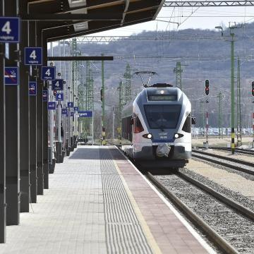 Összesen 1700 milliárdot fordít vasúti fejlesztésekre a kormány