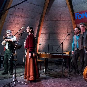Szeptemberben több helyszínen is látható lesz a Fonó Zenekar Atyai ág című produkciója