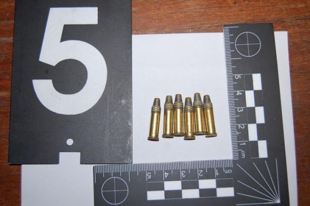 Betörtek hozzá, majd lőszerek miatt a bejelentőt vitték el a rendőrök