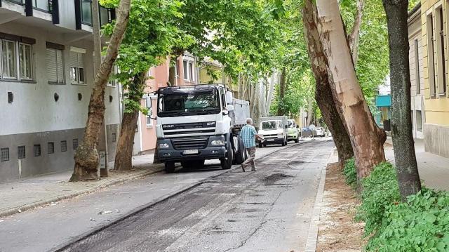 Hiába várjuk a buszt az Anna utcában - Megváltozott a belváros közlekedési rendje