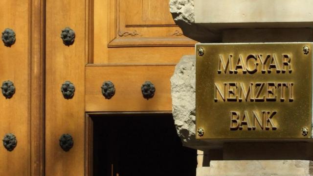 Márciusra halasztotta az azonnali fizetési rendszer bevezetését az MNB