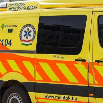 Meghalt egy teherautó alá fekvő férfi Kazincbarcikán