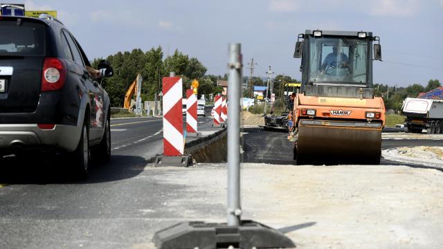 Több mint 16 milliárd forinttal megemelte az országos útfelújítási program keretét a kormány