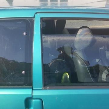 Tűzön napon hagytak a kocsiban egy kislányt Dorogon