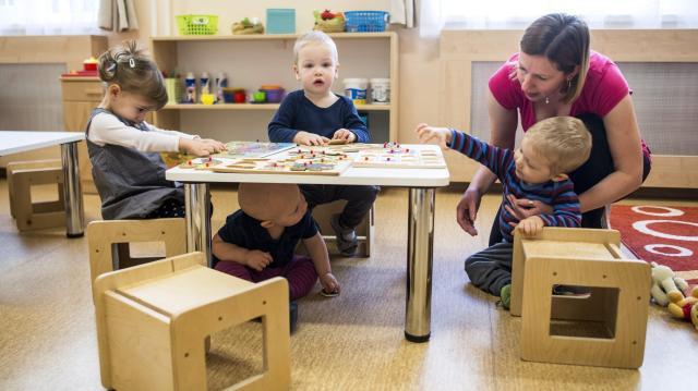 Bölcsődei támogatást kaphatnak a munkába álló szülők