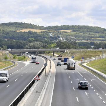 Folytatódik az M1-es autópálya felújítása