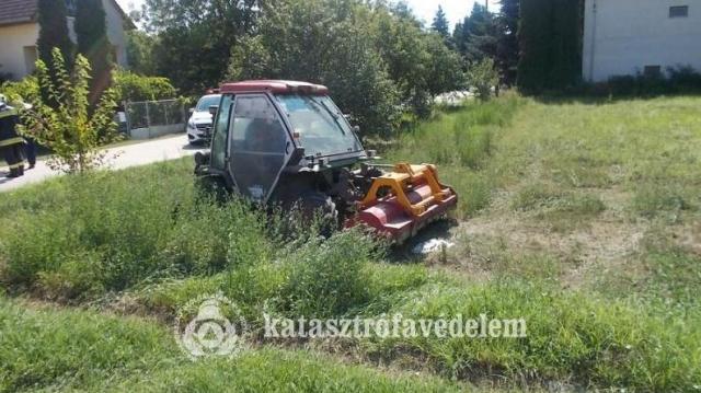 Fűnyíró-traktor vágott át egy gázvezetéket Komáromban