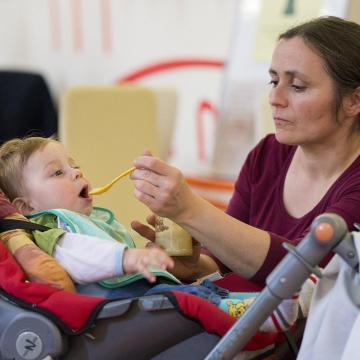 A gyermekvédelmi hálózatot erősíti a nevelőszülői gyed