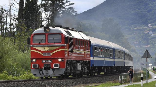 Késnek a vonatok a Budapest-Szeged és a Budapest-Székesfehérvár-Tapolca vonalon