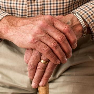Rezsiutalványt kapnak a nyugdíjasok