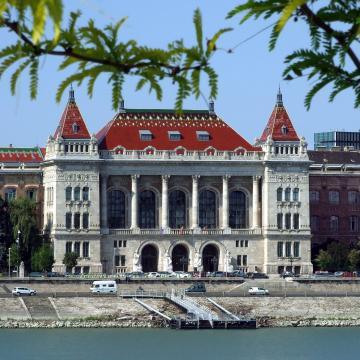 A cél, hogy a magyar fiatalok jobb és versenyképesebb egyetemeken tanulhassanak