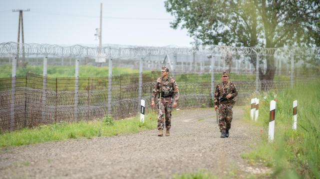 A határzárat Röszkénél megrongáló migránsok ellen indult eljárás