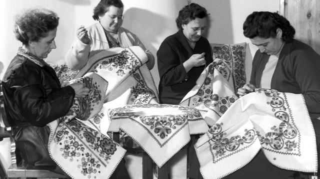 A vásárhelyi hímzés relikviái a Tornyai-múzeumban