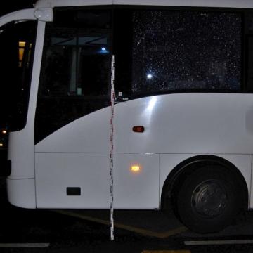 Betörte egy busz ablakát